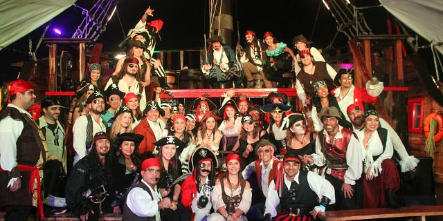 Incentive groups pirate show cancun jolly roger
