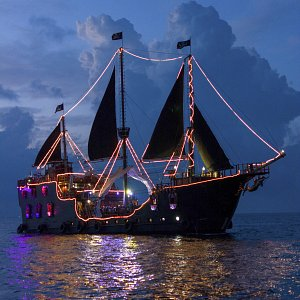 jolly-roger-pirate-ship-cancun8