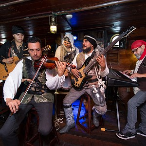 live-music-pirate-show-jolly-roger2