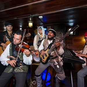 live-music-pirate-show-jolly-roger9