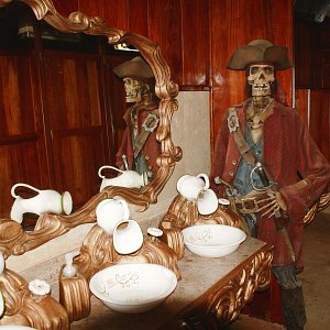men-bathroom-galleon-jolly-roger