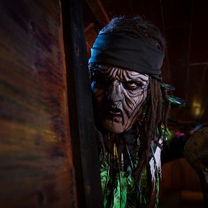 pirates-jolly-roger-cancun42