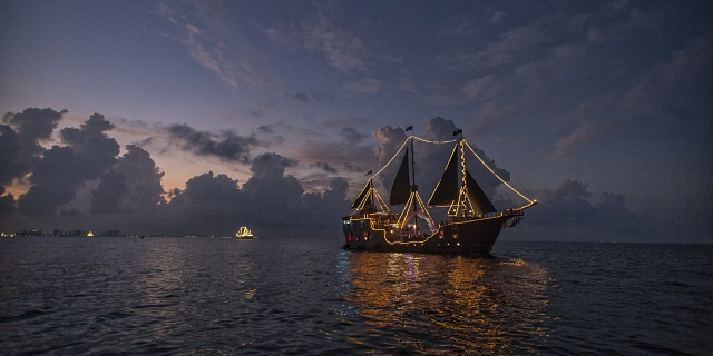 Pirates night show cancun