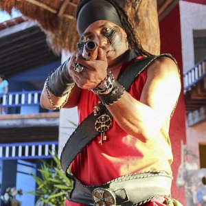 the-pirates-jolly-roger-pirate-show-cancun-gallery-6
