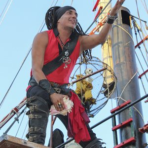the-pirates-jolly-roger-pirate-show-cancun-gallery-8